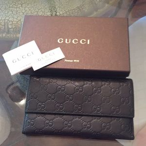 Gucci Wallet in excellent condition with box